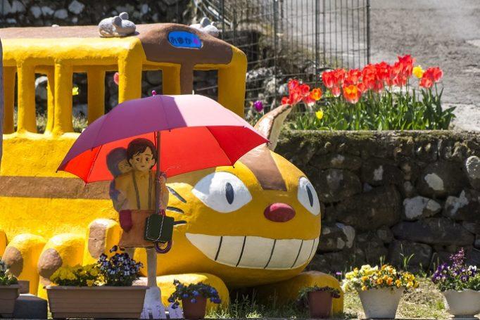 東長崎滝の上バス停のトトロ(長崎市平間町)、ネコバス(猫バス)