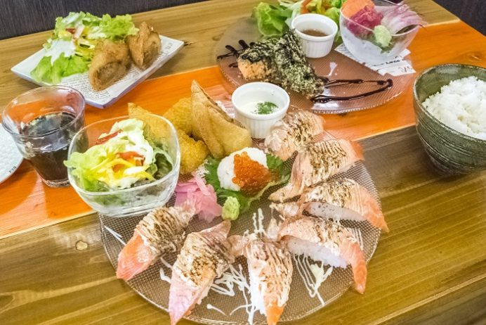 長崎海鮮SARUUUKEY(サルーキー)、長崎市京泊、海鮮トルコライスと寿司(握り)の店