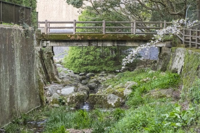 小ヶ倉水園、小ヶ倉ダム(長崎市上戸町)、小ヶ倉ダム管理橋(登録有形文化財)