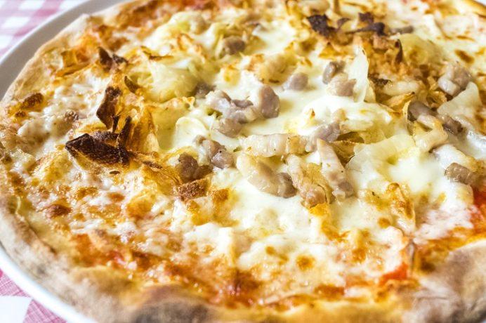 ピノキオ(ハウステンボス、長崎県佐世保市)のピノキオ特製ポテトとベーコンのピザ (一番人気)