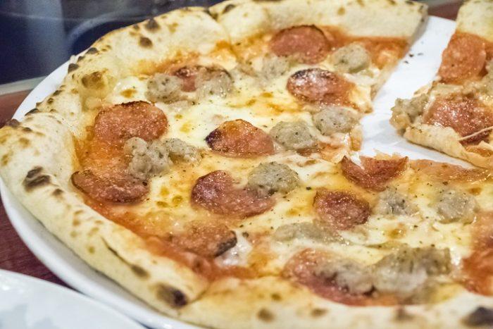 SASEBOピザ食堂(佐世保市浜田町)のサラミとサルシッチャのピザ