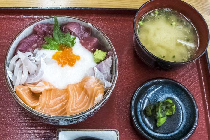 竹野鮮魚店(諫早市永昌東町)のやまかけ丼
