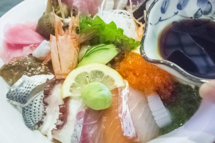 漁人市場とっとっと食堂(島原市湊新地町)の海鮮丼 極