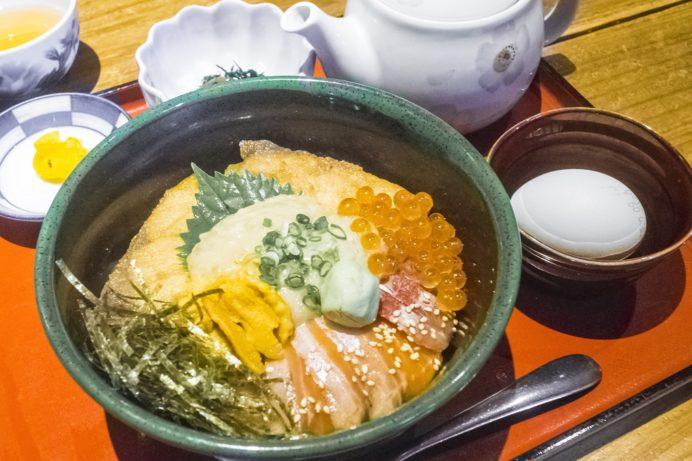 漁人市場とっとっと食堂(島原市湊新地町)、殿様蔵のダシかけ丼(1,500円)