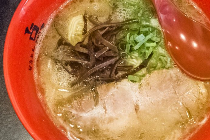 らーめん点(ともる)、長崎市千歳町、住吉地区のラーメン店の豚骨ラーメン